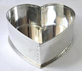 "Heart Cake Tin 32.5cm or 13"" (Top Quality)"