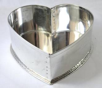 "Heart Cake Tin 12.5cm or 5"" (Top Quality)"