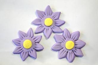Icing Lavender Daisy, 35mm.  Box of 120